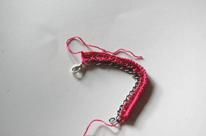 Вязаный браслет с цепочкой (8)