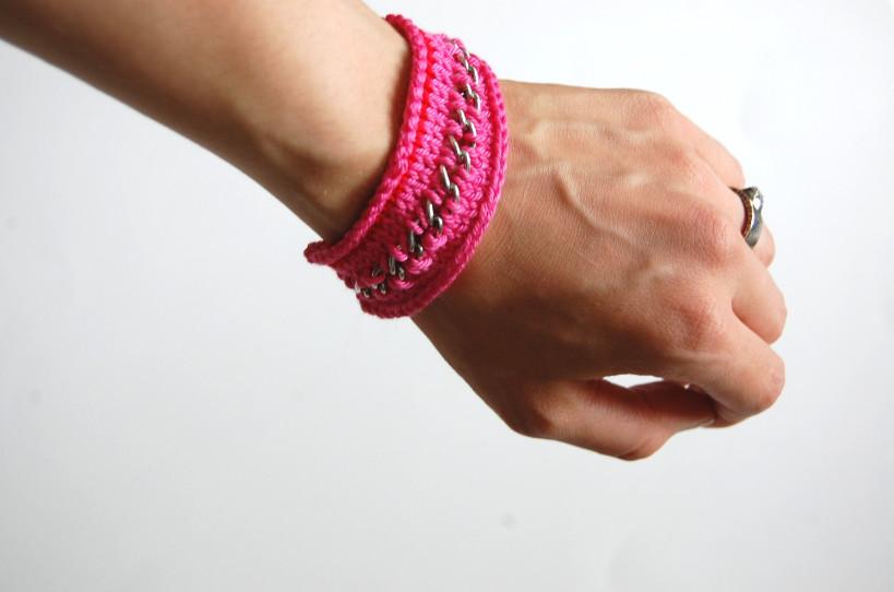 Вязаный браслет с цепочкой (2)