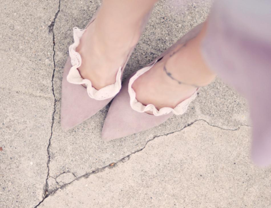 Как украсить туфли кружевом (8)