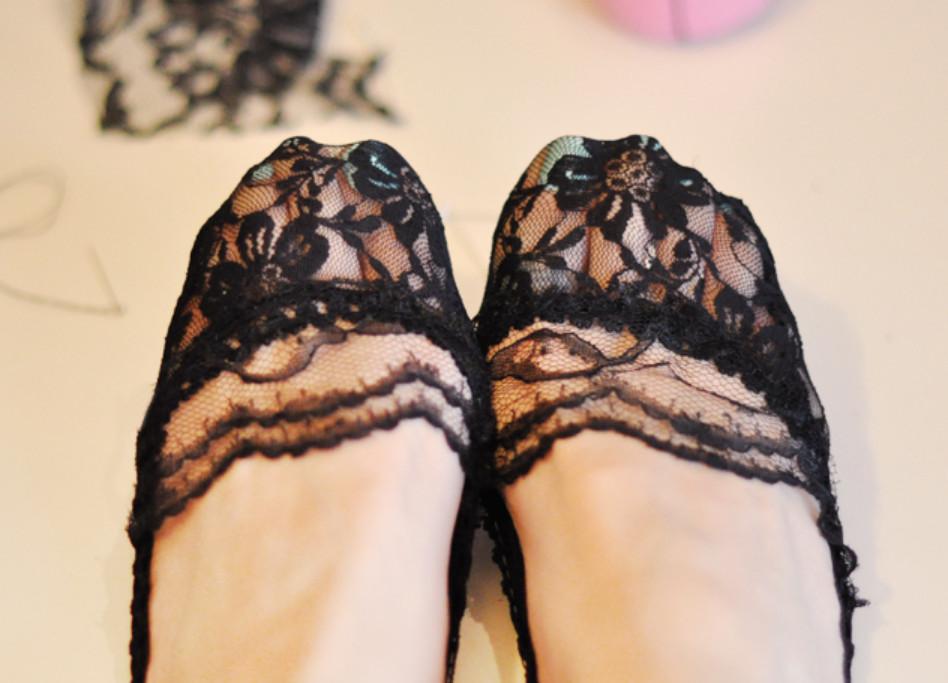 Как украсить туфли кружевом (4)