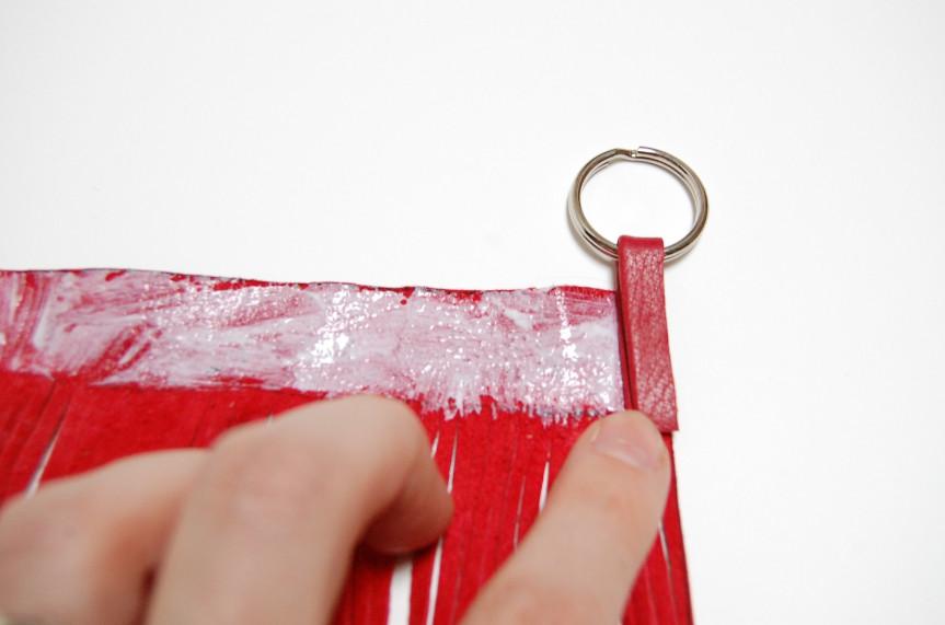 Как сделать брелок из кожи (5)