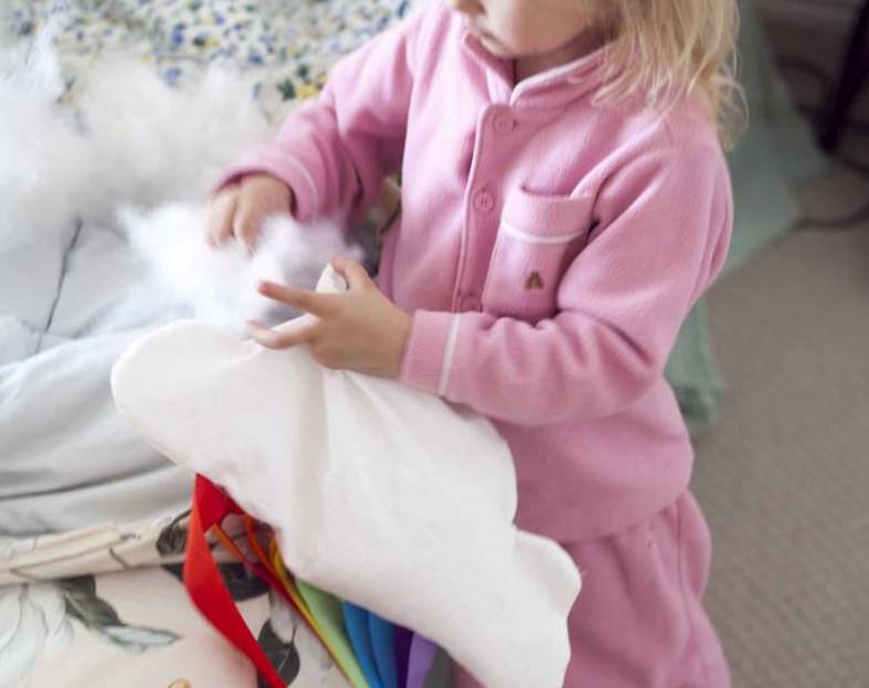Как сшить подушку-облако с радугой (7)