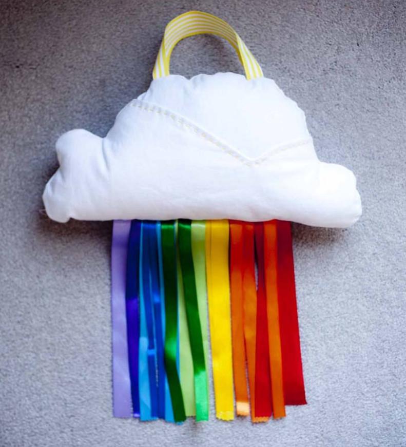 Как сшить подушку-облако с радугой (4)