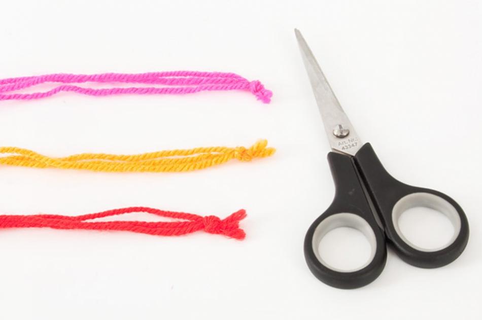 Как сделать этническое колье из пряжи (5)