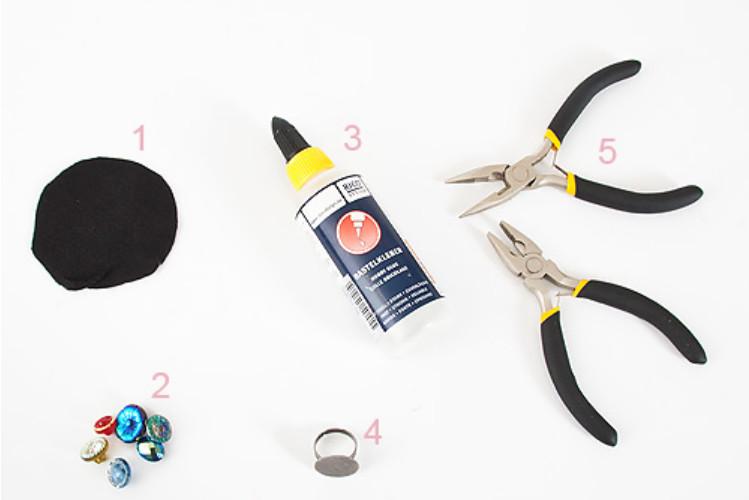 Как сделать праздничное кольцо из пуговиц (8)