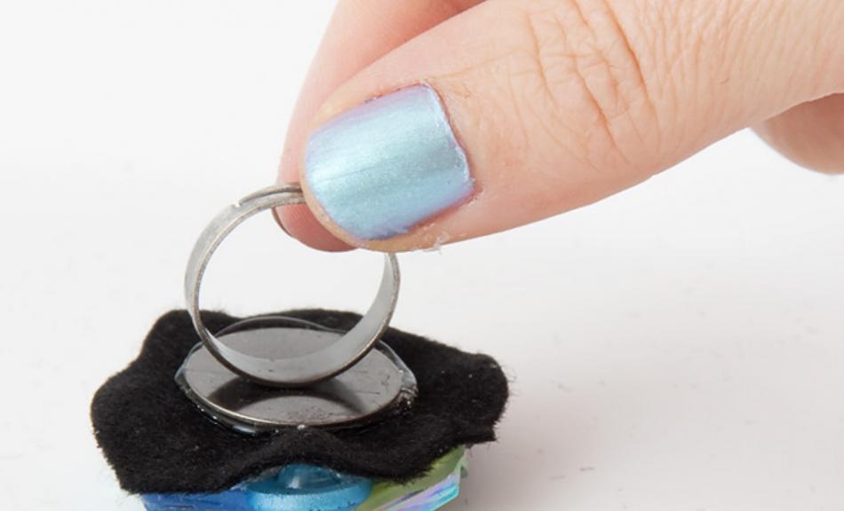Как сделать праздничное кольцо из пуговиц (1)