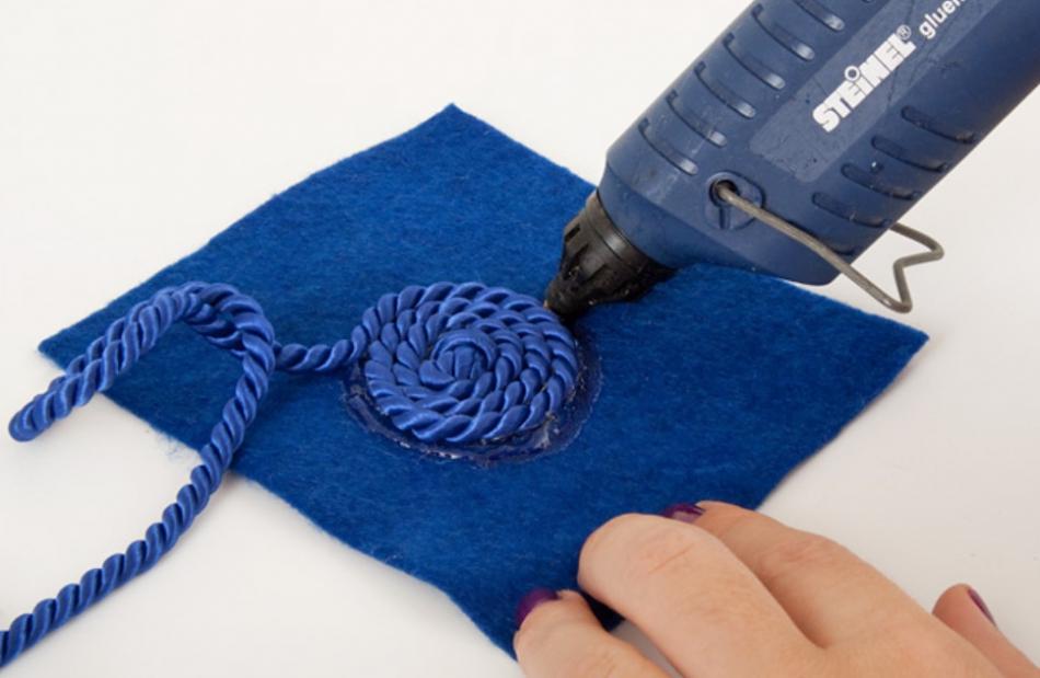 Как украсить ободок шнуром (8)