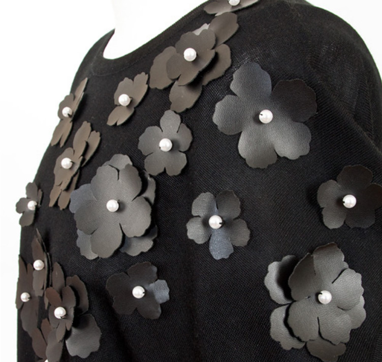 Украшение туники кожаными цветами (4)