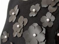 Украшение туники кожанными цветами (3)