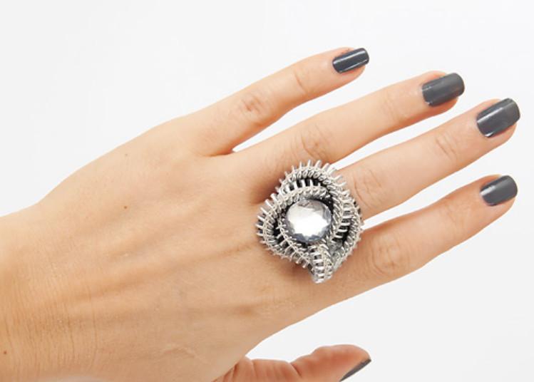 Как сделать кольцо из застежки-молнии (12)