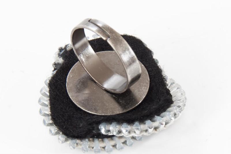 Как сделать кольцо из застежки-молнии (4)