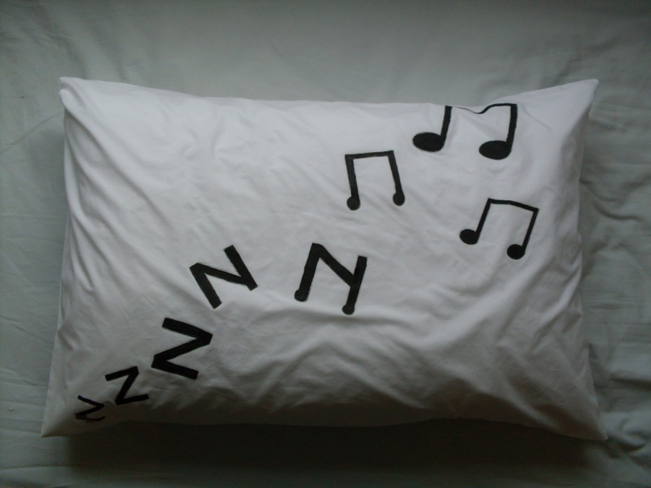 Как сделать звучащую подушку-динамик (2)