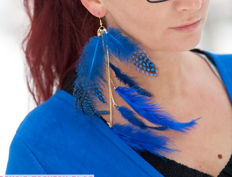 Как сделать серьги из перьев синей птицы (6)