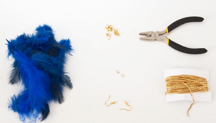 Как сделать серьги из перьев синей птицы (5)