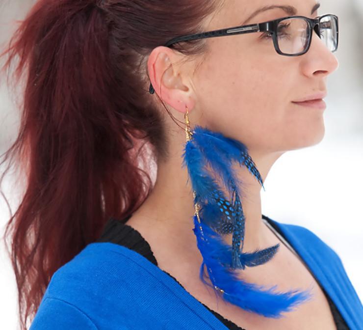Как сделать серьги из перьев синей птицы (1)