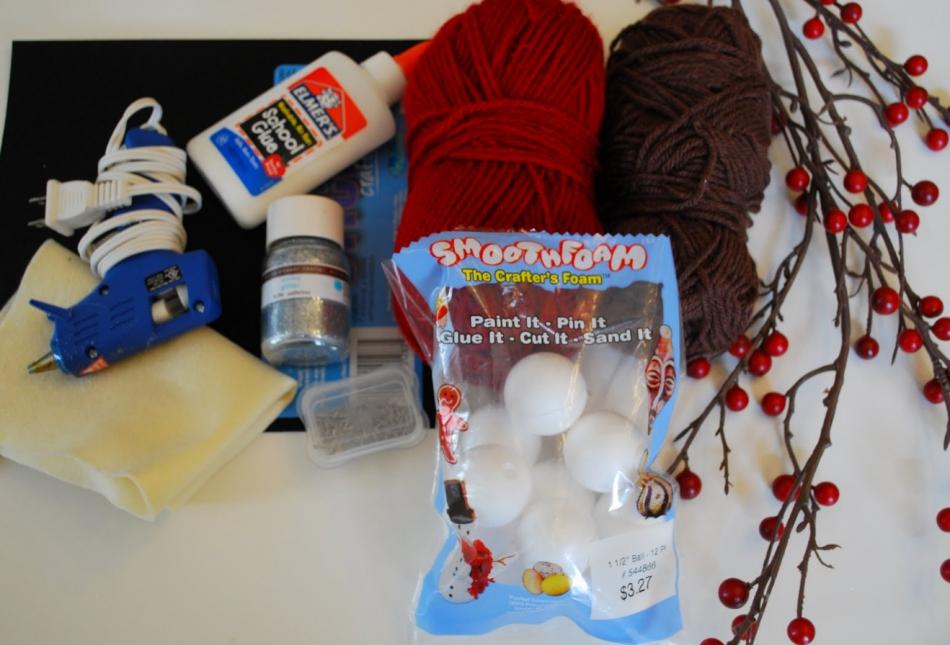 Как сделать игрушку на елку из остатков пряж (4)