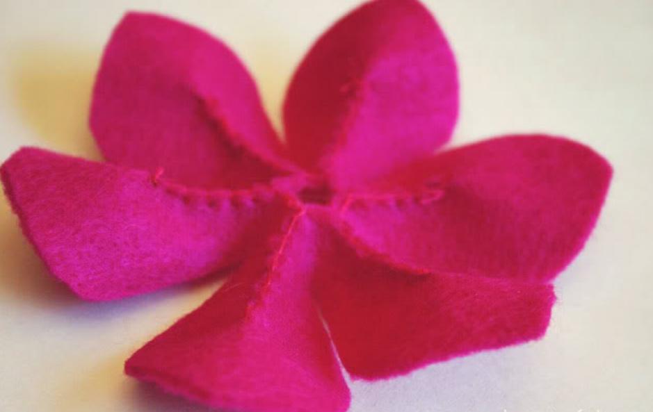 Как сделать объемные цветы из фетра (5)