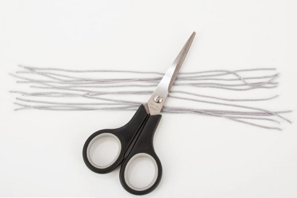 Украшение сережек шнурами (2)