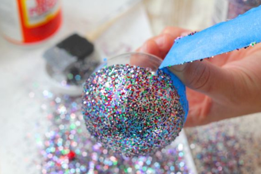 Новогодние шарики украшенные глиттерами (4)