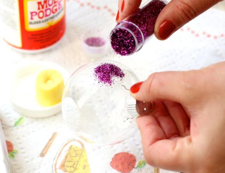 Новогодние шарики украшенные глиттерами (2)