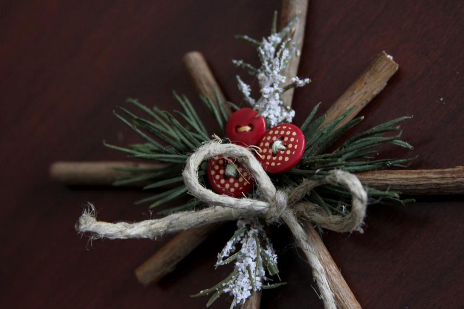 Как сделать новогодние снежинки из веточек (6)