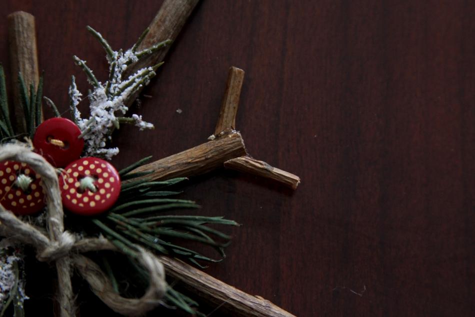 Как сделать новогодние снежинки из веточек (4)