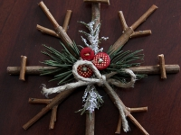 Как сделать новогодние снежинки из веточек (2)
