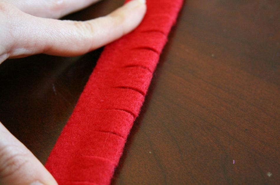 Как сделать новогодние елочки из фетра (7)