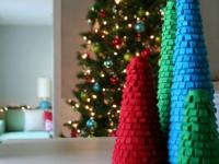 Как сделать новогодние елочки из фетра (1)