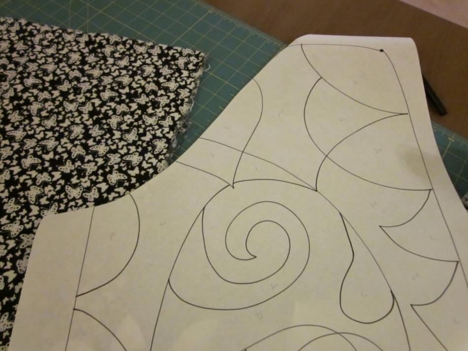 Как сшить черно-белое тканевое панно (9)