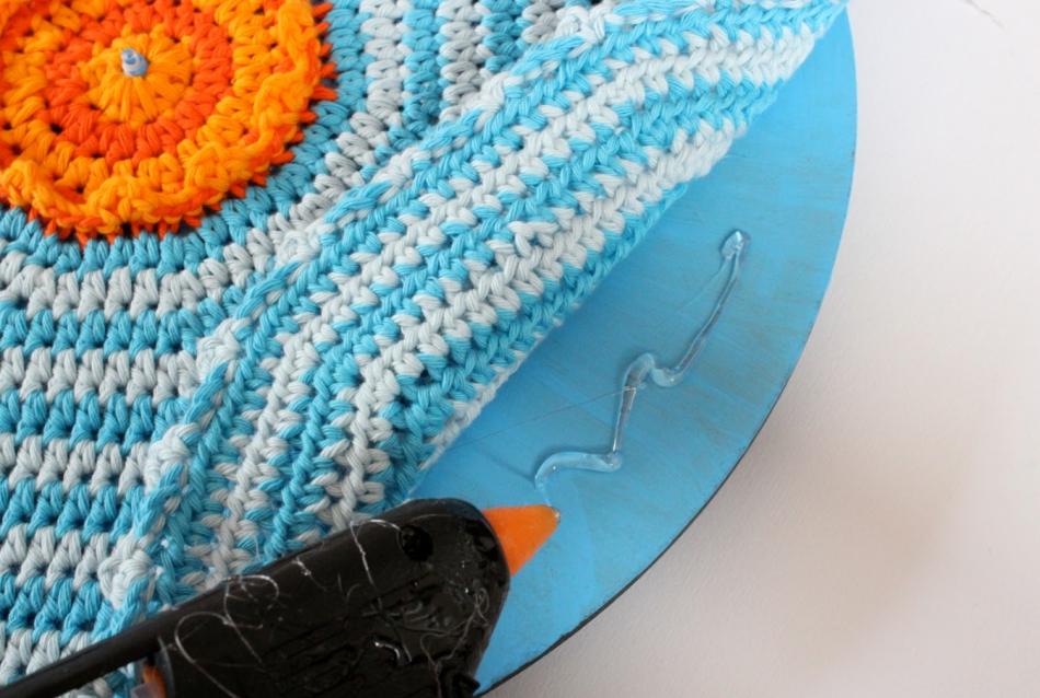 Делаем часы для поклонников вязания (9)