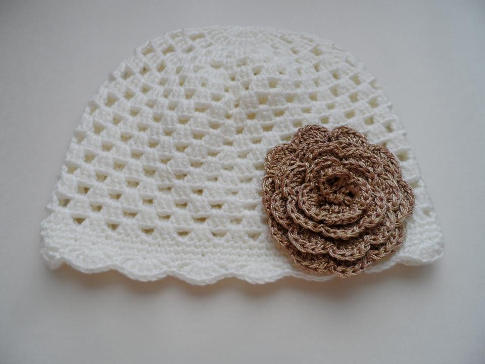 Весенняя шапочка для девочки под названием Золотой цветок (2)