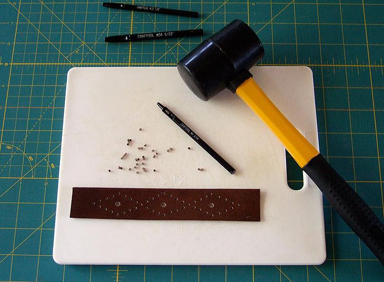Кожаный браслет с вышивкой (4)