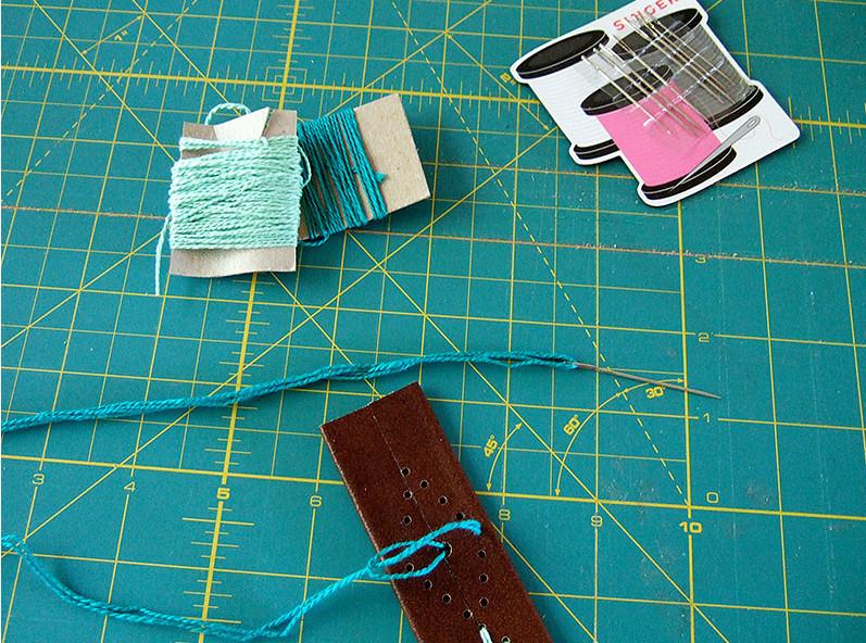 Кожаный браслет с вышивкой (7)