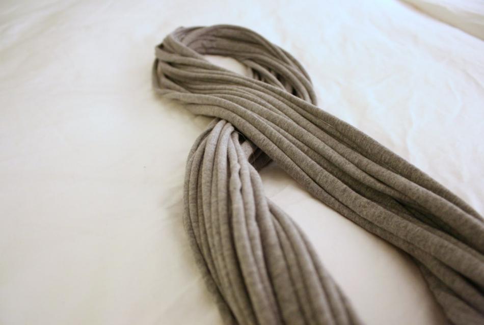 Креативный шарфик из трикотажа и вязаного элемента (7)