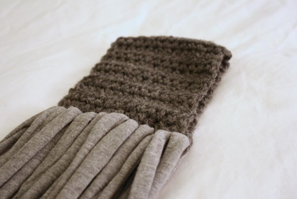 Креативный шарфик из трикотажа и вязаного элемента (6)