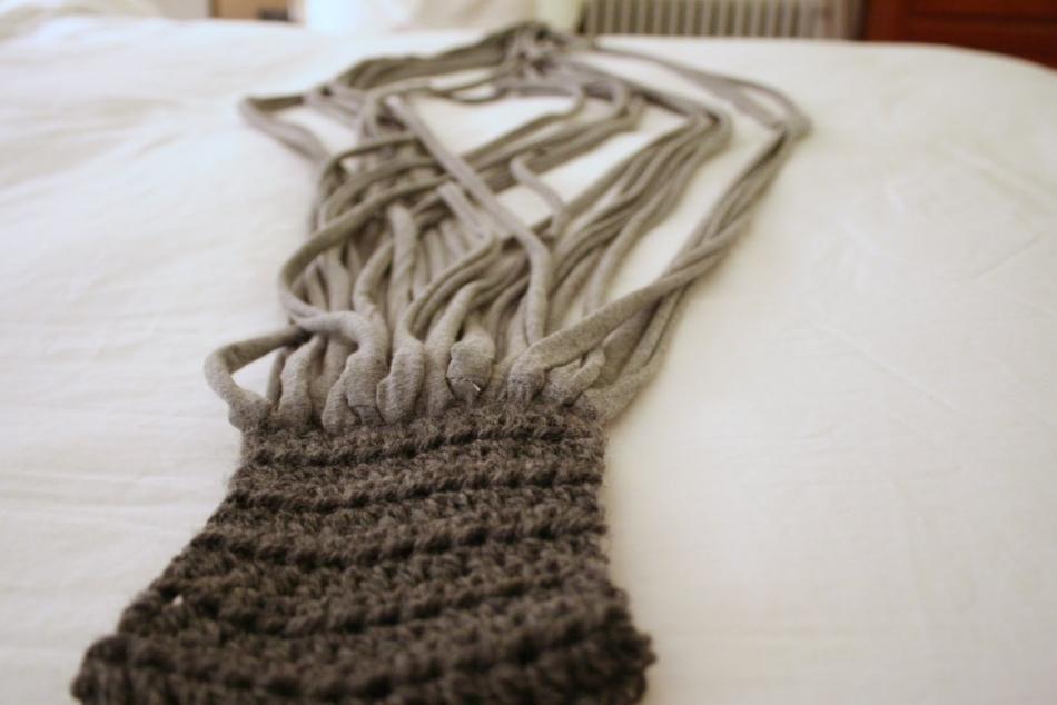 Креативный шарфик из трикотажа и вязаного элемента (5)