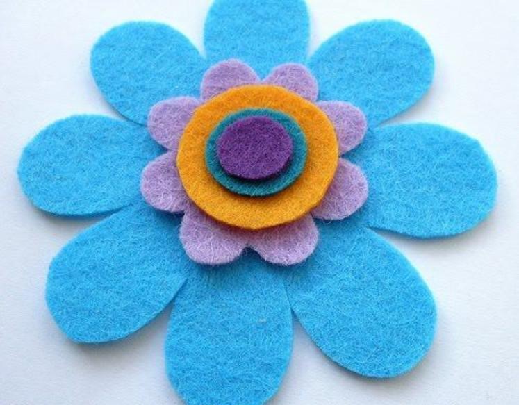 Цветочная брошь из фетра (6)