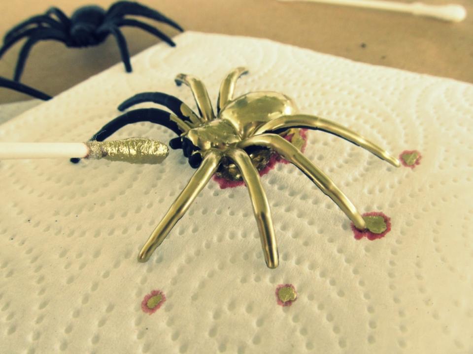 Как сделать серьги-пауки (8)