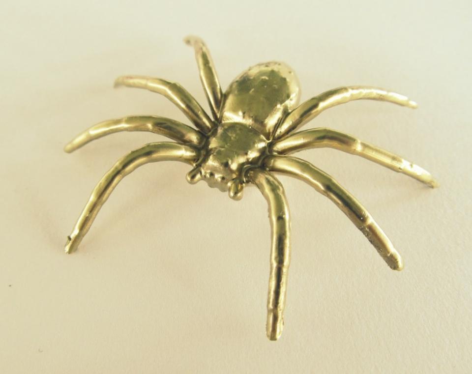 Как сделать серьги-пауки (6)
