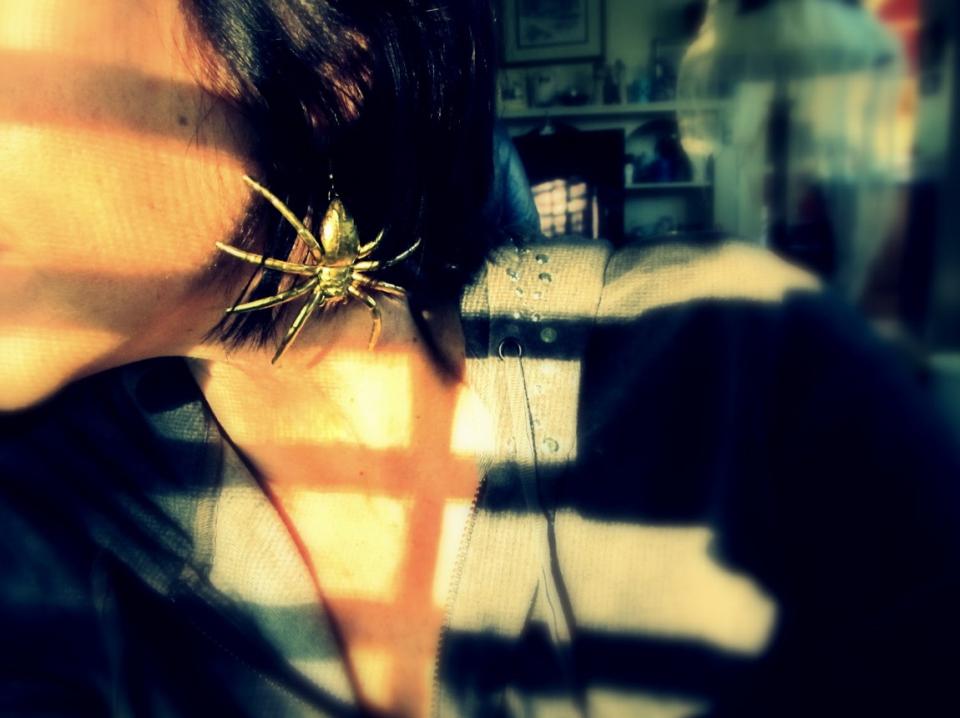 Как сделать серьги-пауки (2)