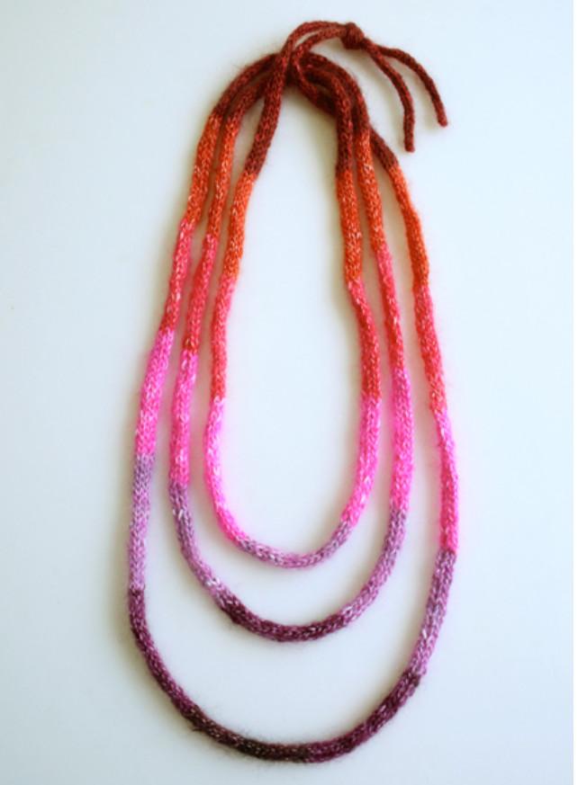 Украшение из вязаных шнуров (8)