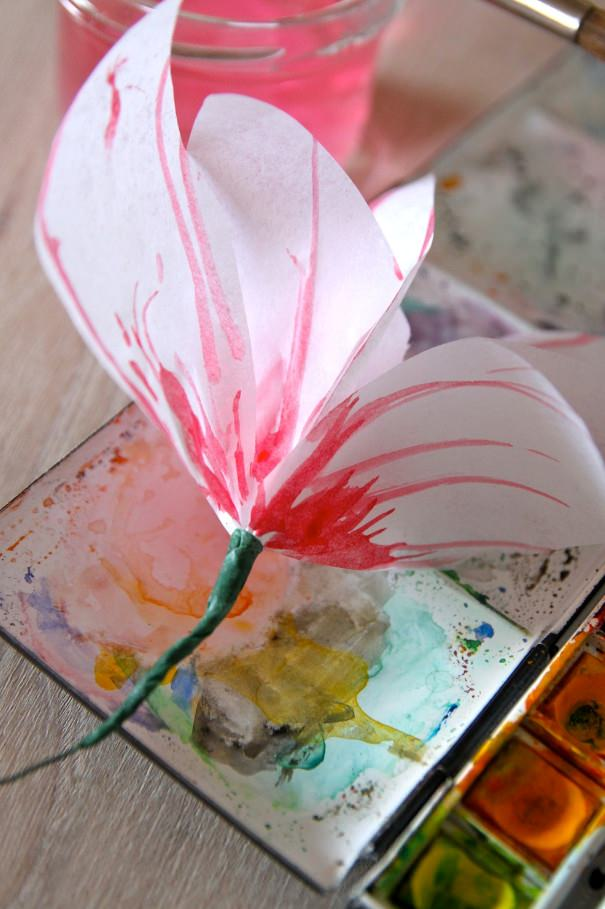 Светильник с бумажными цветами