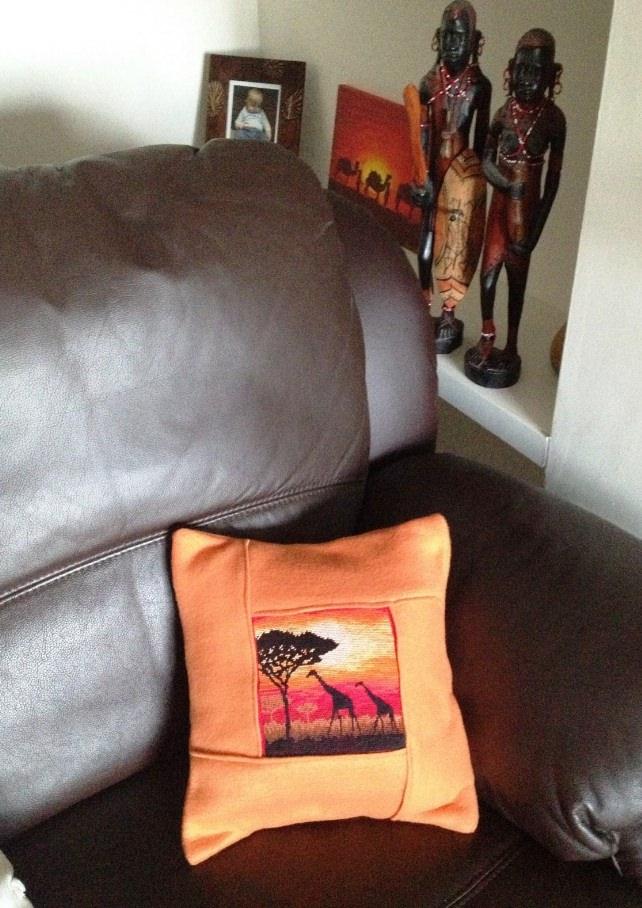 Диванная подушка с вышивкой