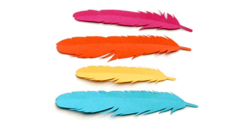 Бумажные перья как способ украсить подарок