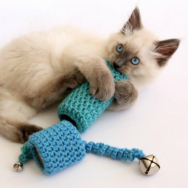 Простая игрушка для вашей кошечки