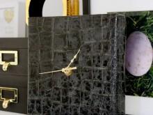 Часы с крокодиловым принтом