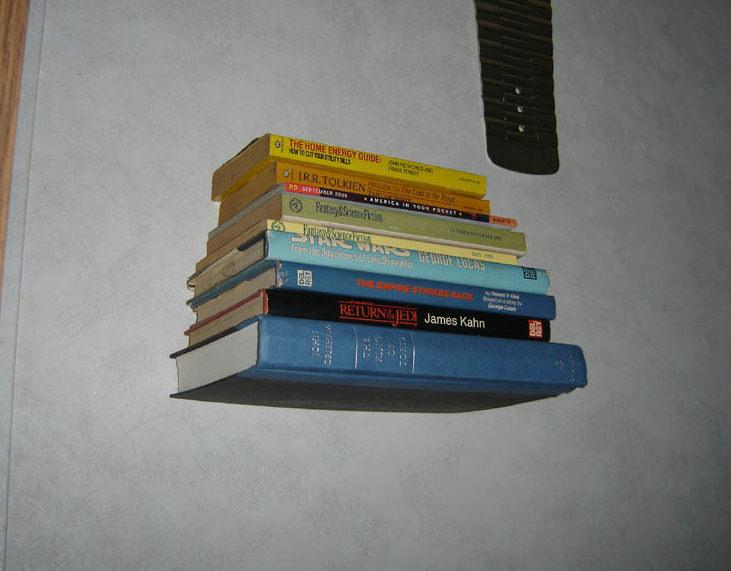 Как сделать простейшую полку для книг из старой книги