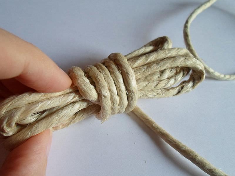 Как сделать простую игрушку для кошки из бельевой веревки
