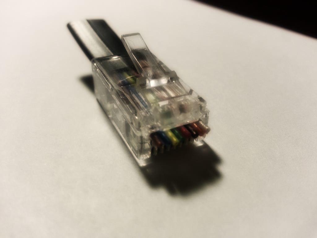 Браслет из сетевого кабеля
